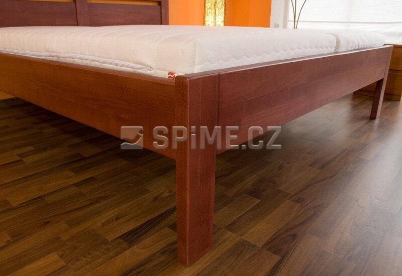 Manželské postele z masivu