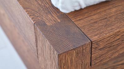 Dřevěná postel z masivu CAPRI, drásaný dub, nuss braun