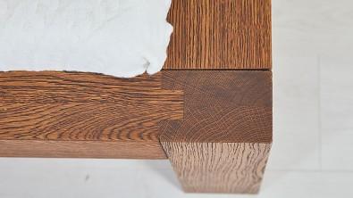 Dřevěná postel z masivu CAPRI