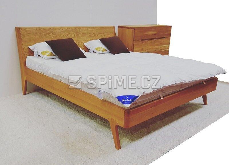 postel z masivu Lago