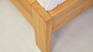 Dvoulůžková dřevěná postel z masivního dubu ONTARIO
