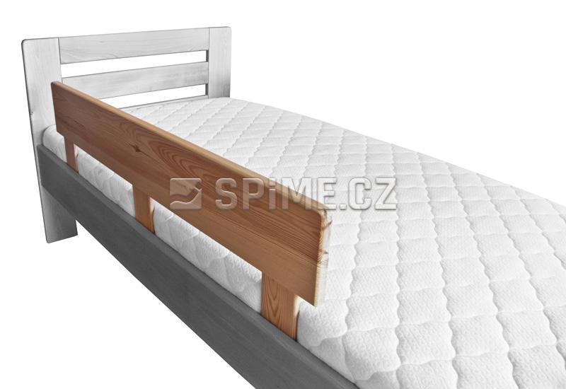 Zábrana z masivu na postel